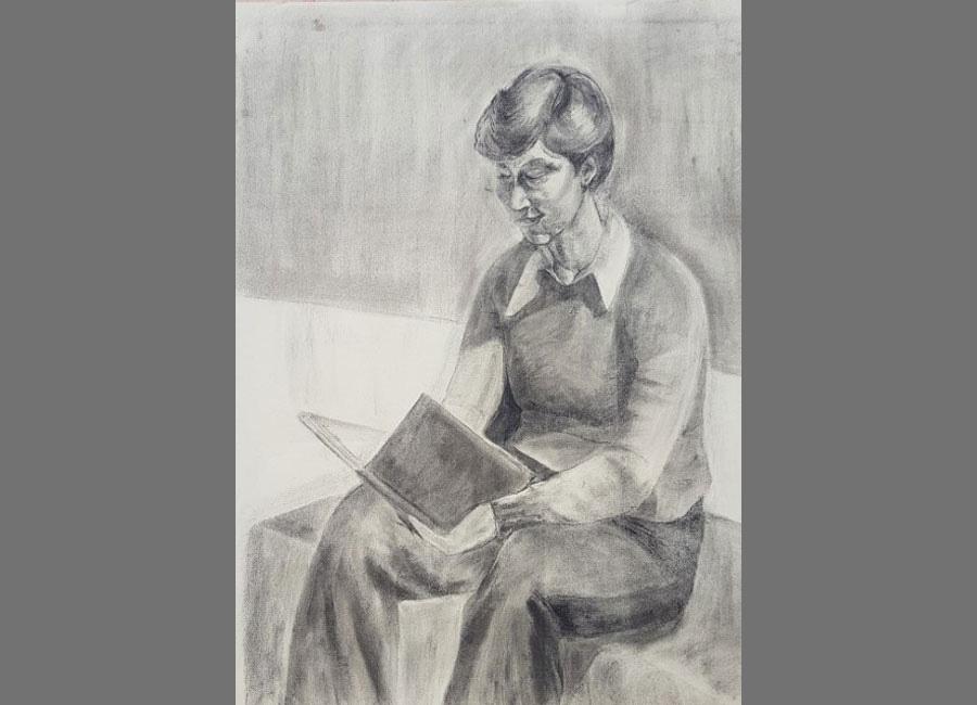 Frau-am-Lesen-Kohle-64.5x48.5cm